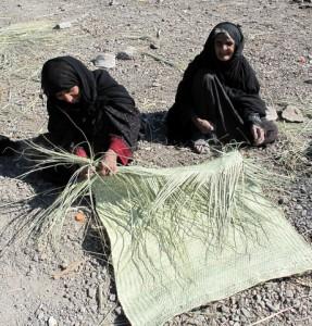 Bildergebnis für عکس  زنان زحمتکش در صنایع دستی سیستان و بلوچستان